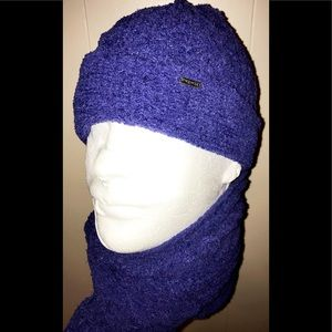 Scarf and Hat Nine West soft periwinkle shade EUC